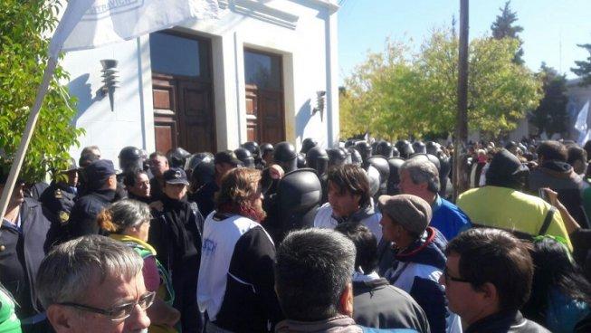 https://www.redeco.com.ar/images/stories/redeco/Nacional/trabajadores/marcha-rawson.jpg